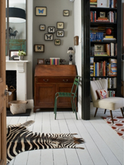 4 Ways to Embellish a Small Space With Small Art
